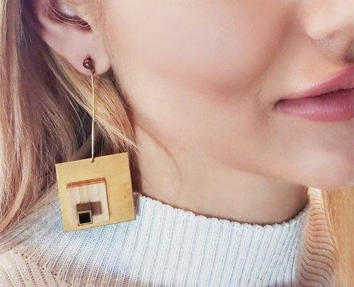 Μεγάλα εντυπωσιακά σκουλαρίκια μακριά καρφωτά με ξύλο – 3034