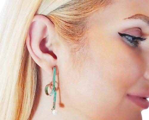 Μεγάλα εντυπωσιακά σκουλαρίκια καρφωτά με μαργαριτάρια – 3964